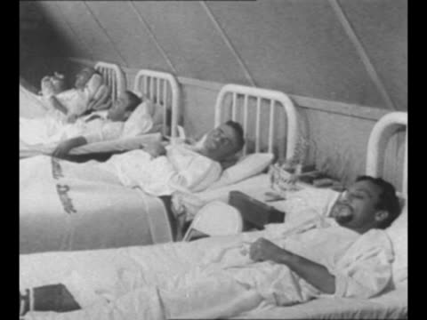 vídeos de stock, filmes e b-roll de military hospital in south pacific / four men lie in hospital beds after rescue from life rafts in the pacific ocean; their plane ran out of fuel and... - south pacific ocean