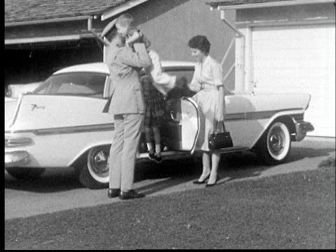 """1955 film montage military man, wife, and kids getting out of car in sub"" - ehemann stock-videos und b-roll-filmmaterial"