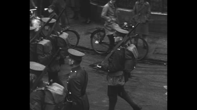 military marching band in aldershot tattoo parade followed by toronto regiment soldiers, people watch from sidewalk / soldiers marching in wet... - major road stock-videos und b-roll-filmmaterial