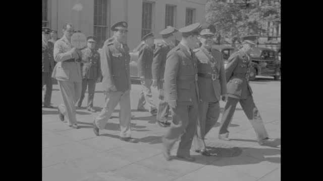vídeos de stock e filmes b-roll de mws military officers pose for photo op in front of building / ms military officers walk past camera / ms rear view of military officers walking away... - edward stettinius
