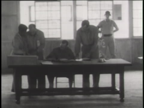 military officers sign an armed truce to end the korean war in 1953. - 停戦点の映像素材/bロール