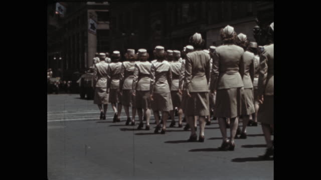 stockvideo's en b-roll-footage met 1941 military parade on 5th avenue, new york city, ny, usa - leger soldaat