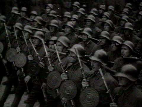 vidéos et rushes de military parade troops and helmets marching audio / ukraine - ukraine