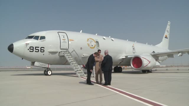us military personnel are showcasing their airpower at the 2013 dubai air show it's one of the largest in the world and attracts attendees from... - markenname stock-videos und b-roll-filmmaterial