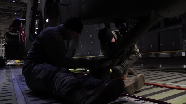 military personnel from joint base lewismcchord washington transport and unload uh60 black hawk helicopters from c5m super galaxy and at joint base... - 迷彩柄点の映像素材/bロール