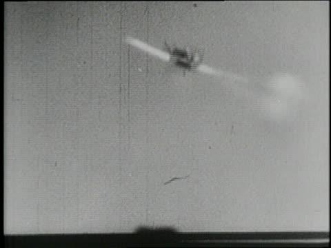 military planes shoot artillery and drop bombs over targets in world war ii. - world war ii点の映像素材/bロール