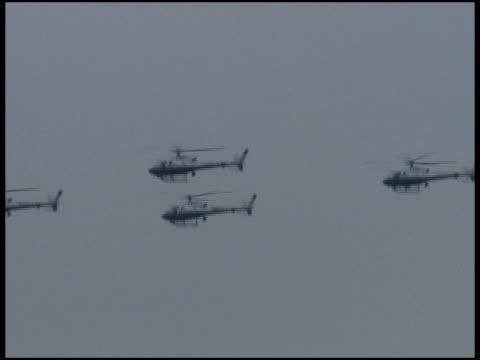 軍警察やセキュリティ飛ぶヘリコプターでのボート masts を形成 - 盗み聞き点の映像素材/bロール