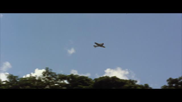 stockvideo's en b-roll-footage met ws pov military reconnaissance airplane in flight - breedbeeldformaat
