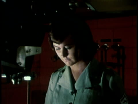 vídeos de stock e filmes b-roll de 1968 montage military recruitment video showing a control board then woman in black room developing pictures / united states  - 1968