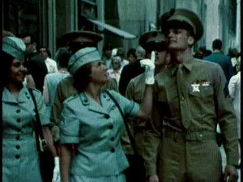 vídeos de stock e filmes b-roll de 1968 montage military recruitment video showing group of people dressed in military uniforms sightseeing in a city / united states  - 1968