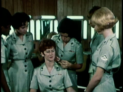 vídeos de stock e filmes b-roll de 1968 montage military recruitment video showing women learning properly put on makeup / united states  - 1968
