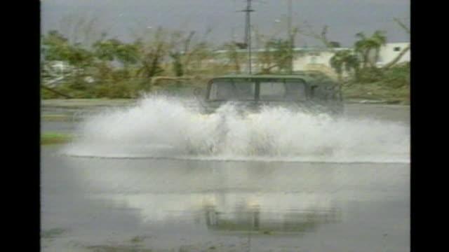 vídeos y material grabado en eventos de stock de military relief responds to the destruction of hurricane andrew in miami florida - hummer