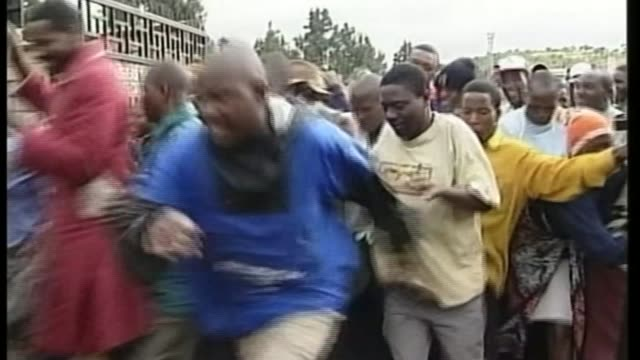 Robert Mugabe profile T09030221 / TX People breaking through gates and along storming polling station
