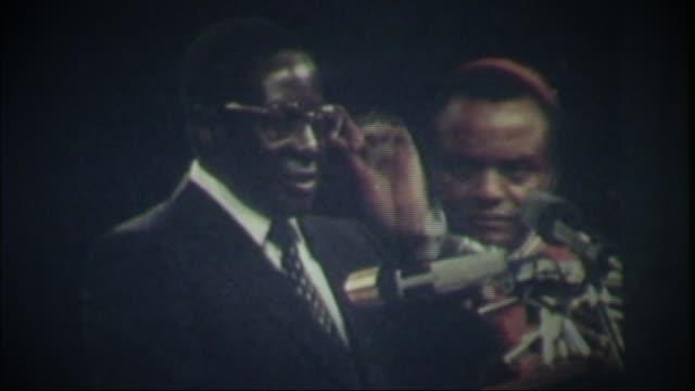 Robert Mugabe profile T18048015 / TX ZIMBABWE Harare Robert Mugabe swearing oath on independence of Zimbabwe SOT