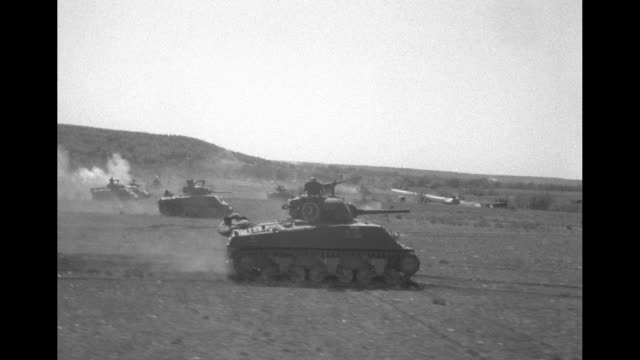 stockvideo's en b-roll-footage met pov us military tanks rolling across arid landscape while firing guns and shooting phosphorus artillery / vs soldiers running forward and away on... - texas longhorn
