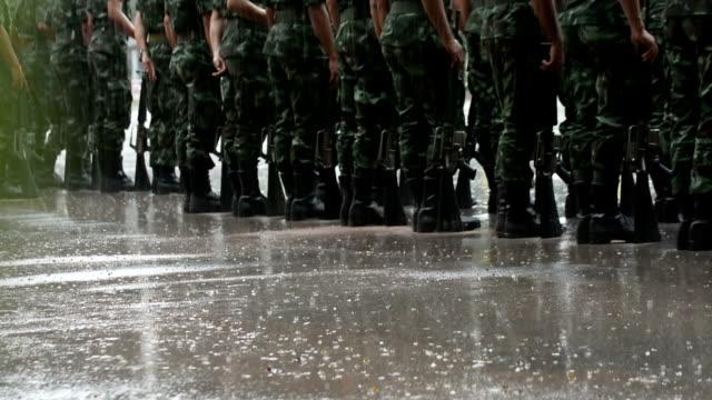 vídeos y material grabado en eventos de stock de entrenamiento militar - campamento de instrucción militar