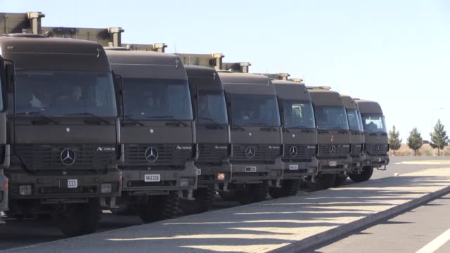 stockvideo's en b-roll-footage met military vehicles belonging to the turkish army on their way to syrian border in turkey's southeastern gaziantep province on january 18 2019 as part... - army