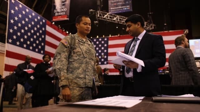 vídeos de stock e filmes b-roll de military veterans meet potential employers at hiring our heroes military job fair hundreds of veterans and their spouses turned out to meet more than... - feira de emprego
