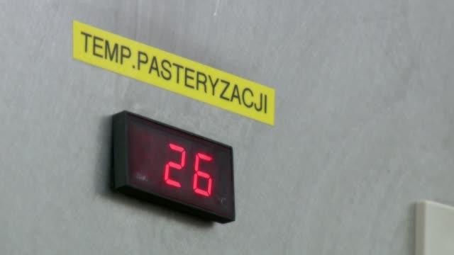 milk production line - 計測道具点の映像素材/bロール