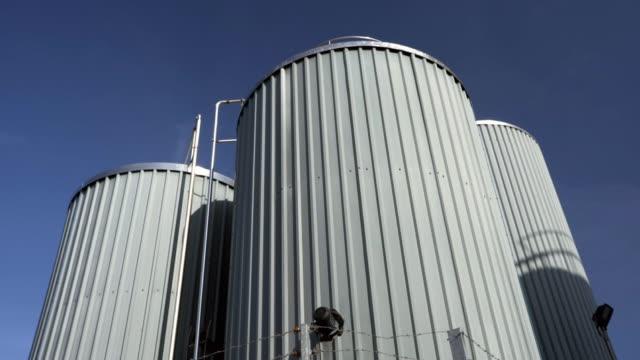 stockvideo's en b-roll-footage met milk silos and factory exteriors - silo