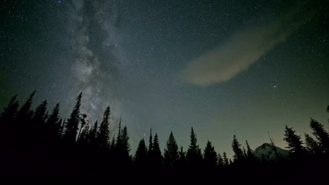 milky way over forest and mountain mt. hood and small dynamic cloud summer - mt hood stock videos & royalty-free footage