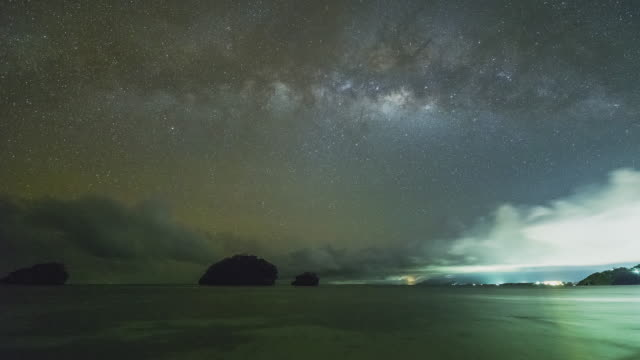 T/L milky way with fast moving clouds at Ilig Iligan beach in Boracay / Philippines