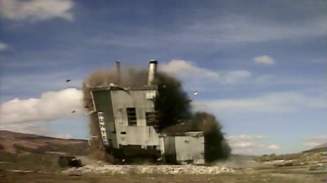 vidéos et rushes de ms zi  mill building as it is demolished in  controlled implosion using explosives and falling toward  / fort william, scotland, uk - imploding