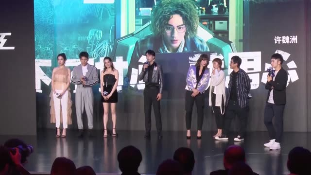 vídeos de stock, filmes e b-roll de milla jovovich and xu weizhou attend the press conference of film 'the rookies' during the 22nd shanghai international film festival on june 23 2019... - milla jovovich