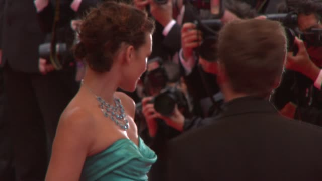 vídeos de stock, filmes e b-roll de milla jovovich at the cannes awards red carpet and what just happened presser in cannes on may 25 2008 - milla jovovich