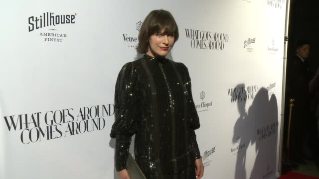 vídeos de stock, filmes e b-roll de milla jovovich at what goes around comes around beverly hills grand opening in los angeles ca - milla jovovich