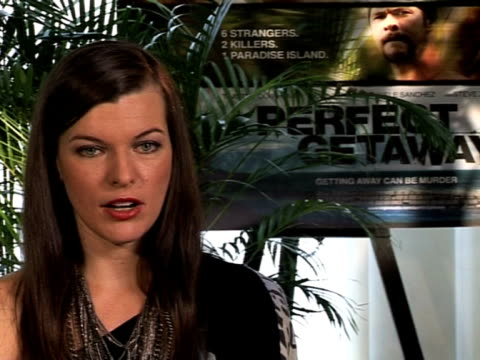 vídeos de stock, filmes e b-roll de milla jovovich on playing a role which is similar to her as a normal girl at the perfect getaway interview milla jovovich at london england - milla jovovich