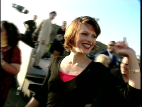 milla jovovich on the red carpet at the 1998 mtv movie awards - milla jovovich stock videos and b-roll footage