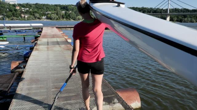 millennial athlete putting kayak in water - 20 29 years stock videos & royalty-free footage