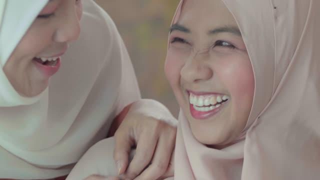 千年世代ムスリム女性 - ヒジャブ点の映像素材/bロール