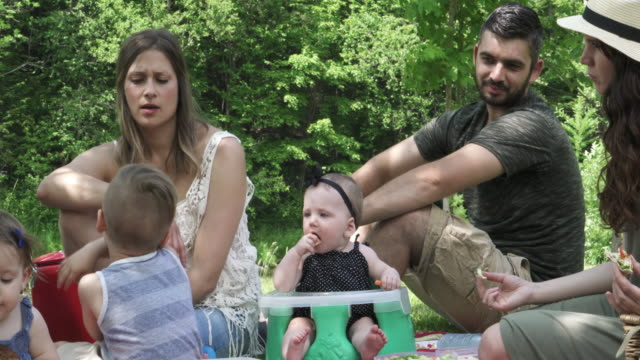 millennial parents outdoor week end - picknick stock videos and b-roll footage