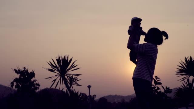 millennial parents - sicurezza sul posto di lavoro video stock e b–roll