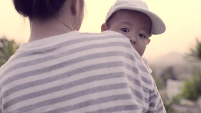 千年の両親 - 帽子点の映像素材/bロール