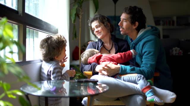 millennial parents - differential focus stock-videos und b-roll-filmmaterial