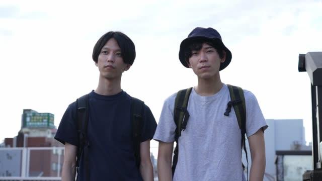 vidéos et rushes de millennial's dairy life in the suburban city in japan - t shirt