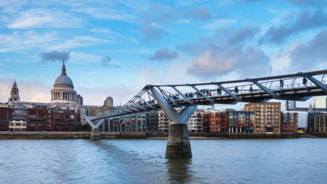 millennium bridge and st. paul's cathedral at dusk, tl, zo - london millennium footbridge stock videos & royalty-free footage