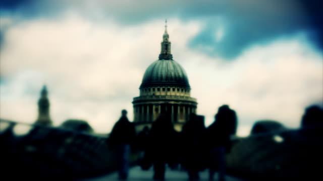 Millennium Bridge St Paul's Cathedral-London, timlapse