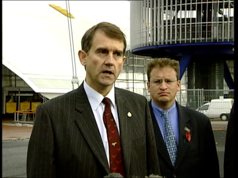 diamond raid foiled millennium dome diamond raid foiled itn bv forensics officers at entrance to diamond display detective supt jon shatford press... - dome stock videos & royalty-free footage