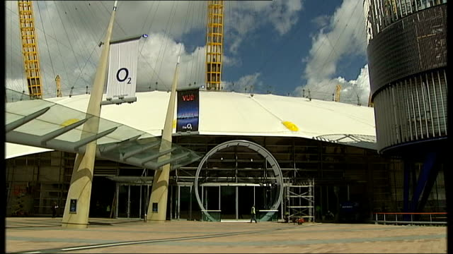 millennium dome relaunched as new music venue the o2 02 arena new arena under construction signs and floorplans in arena - grundriss stock-videos und b-roll-filmmaterial