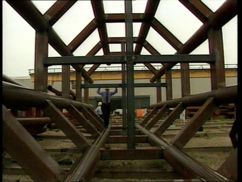 Short attack Mandelson looking at huge steel mast for dome Peter Mandelson MP intvwd Millennium exhibition will present a powerful image to the world...