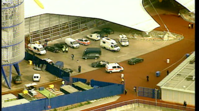 millennium done raider bungles another robbery; t07110006 london: greenwich: air view / aerial police vehicles parked outside the millennium dome... - millennium dome video stock e b–roll