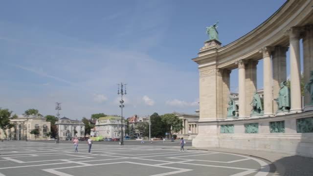 millennium monument, heroes square hosok tere, budapest, hungary, europe - ungarische kultur stock-videos und b-roll-filmmaterial