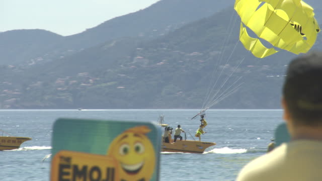 stockvideo's en b-roll-footage met miller parasailing stunt at 'the emoji movie' stunt at the 70th cannes film festival on may 17, 2017 in cannes, france. - internationaal filmfestival van cannes