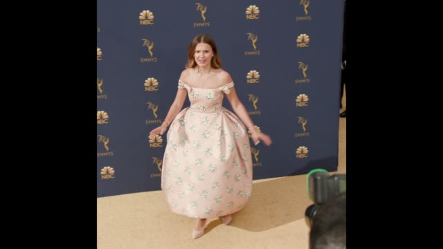 vídeos de stock, filmes e b-roll de millie bobby brown at the 70th emmy awards arrivals - 70th annual primetime emmy awards