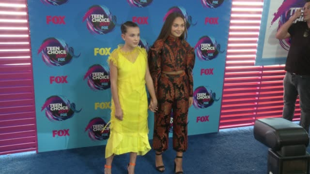millie bobby brown maddie ziegler at teen choice awards 2017 in los angeles ca - millie bobby brown stock videos & royalty-free footage