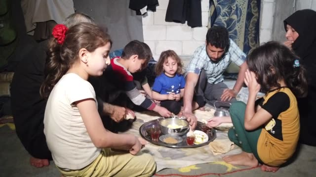 vídeos y material grabado en eventos de stock de millions of displaced syrian civilians living in the de-escalation zone in idlib province have entered another muslim holy month of ramadan away from... - siria